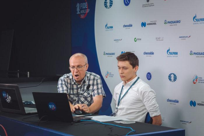 Комментатор Сергей Шипов и Андрей Есипенко