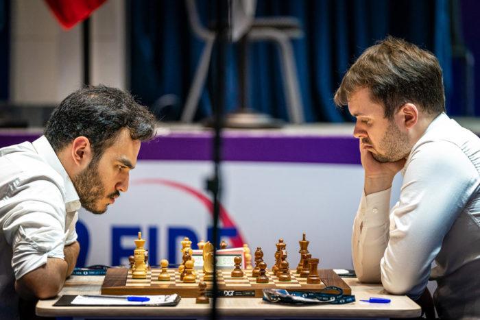 Амин Табатабаи (Иран) и Владимир Федосеев (Россия). Кубок мира по шахматам 2021, Сочи