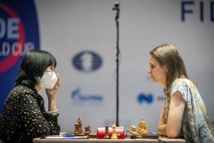 Шахматистки Тань Чжунъи и Анна Музычук