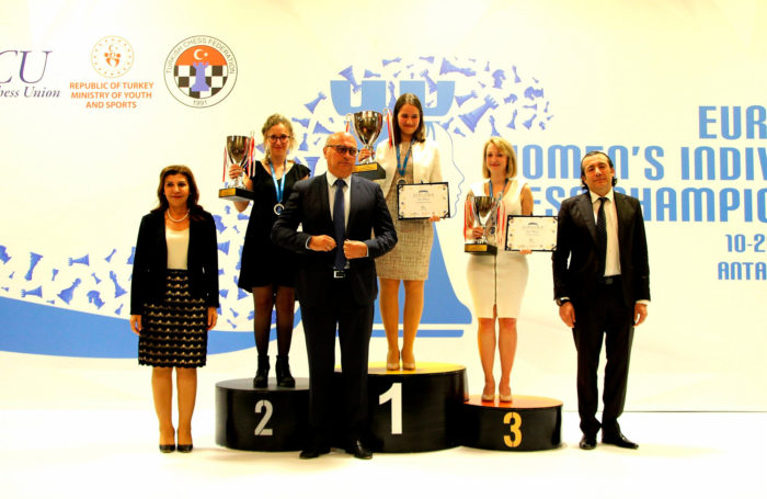 Мари Себаг (серебро), Алина Кашлинская (золото) и Элизабет Петц (бронза)