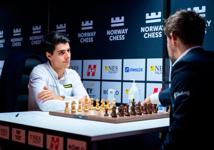 Арьян Тари уже много раз проигрывал своему великому соотечественнику Магнусу Карлсену