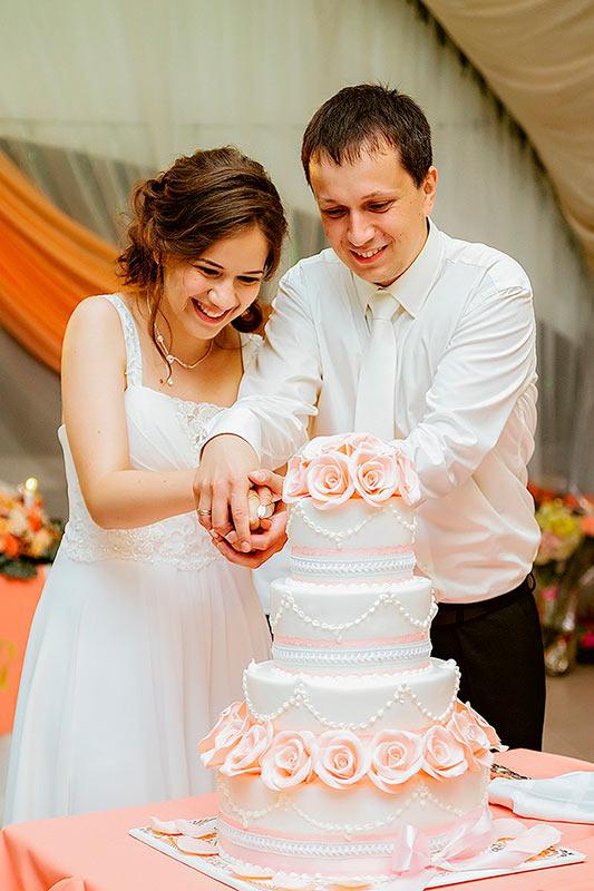 Разрезание свадебного торта - Алина Кашлинская и Радослав Войташек